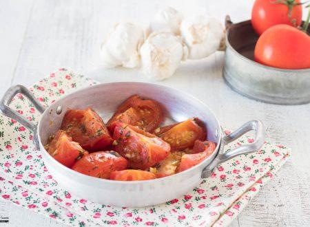 Ricetta pomodori in padella con aglio e prezzemolo