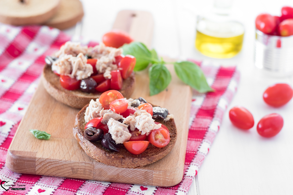 Friselle pugliesi con tonno e olive
