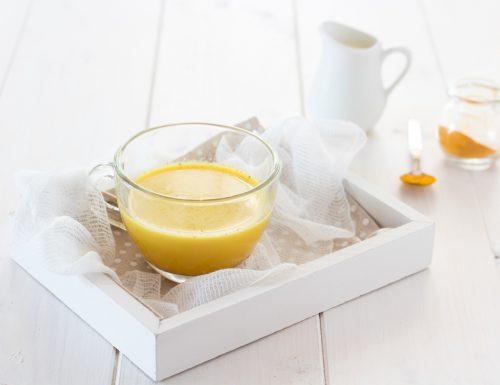 Golden milk latte d'oro alla curcuma