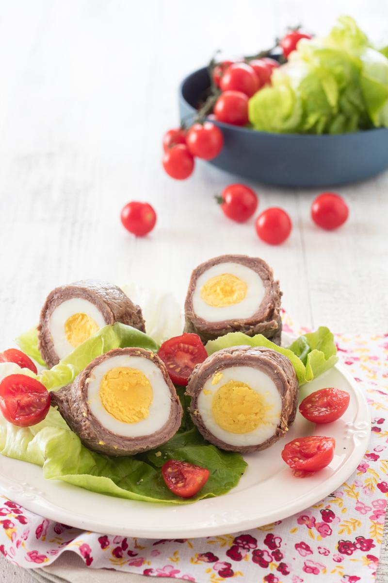 Involtini di carne ripieni di uovo
