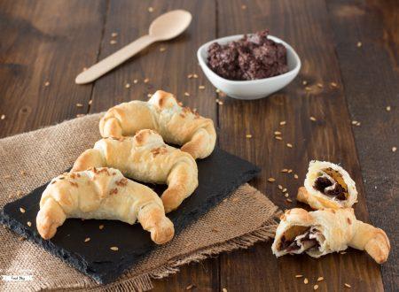 Cornetti di pasta sfoglia e olive