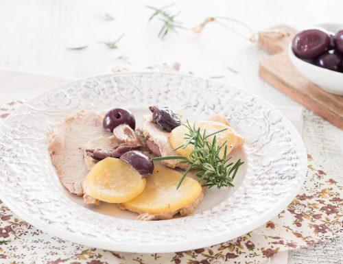 Lonza di maiale arrosto con patate e olive