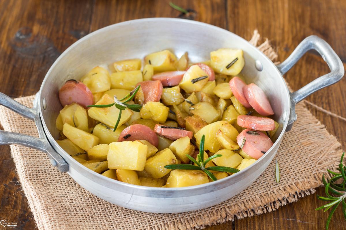 Ricetta Patate Wurstel E Mozzarella.Patate E Wurstel Ricetta In Padella Wurstel E Patate Veloce Gustosa