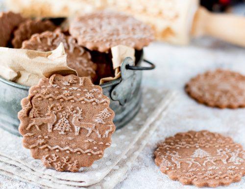Biscotti speziati di Natale con mattarello decorativo