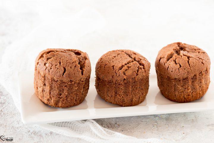 Muffin al cioccolato con cuore di nutella