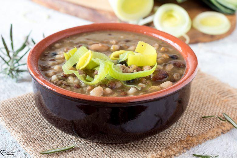 Zuppa di porri con cereali e legumi