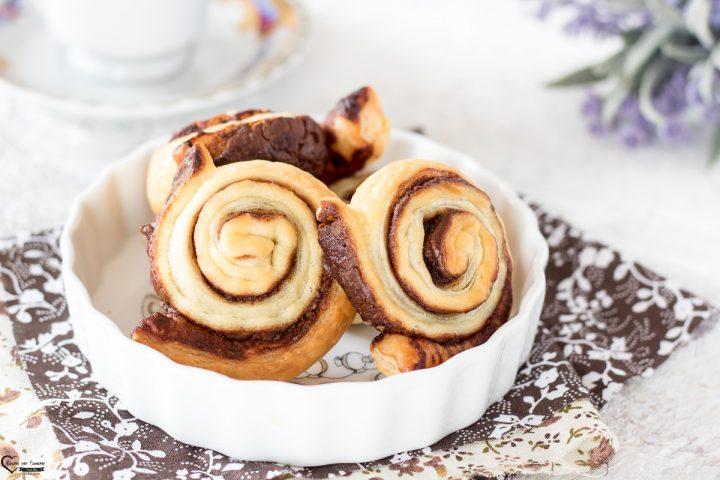 Girelle pasta sfoglia dolci con Nutella