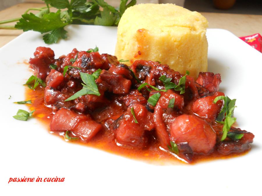 polpo in umido con tortino di polenta, ricette con il polpo, ricette con la polenta, come cucinare il polpo