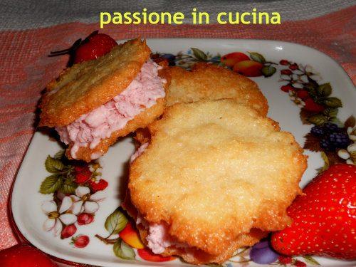 CIALDE AL COCCO CON GELATO ALLA FRAGOLA-ricetta dolci