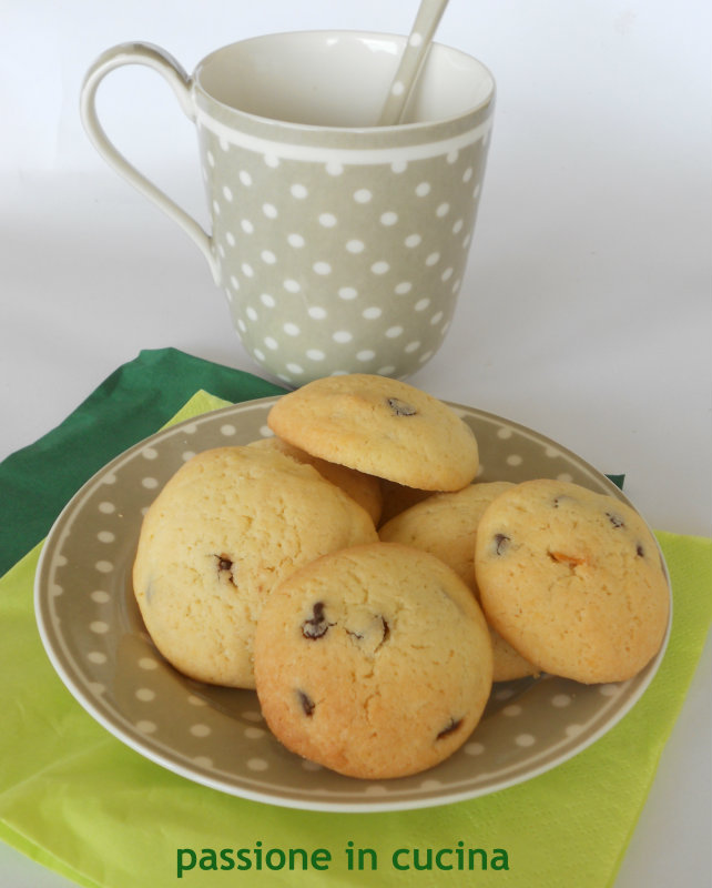 biscotti con gocce di cioccolato passioneincucina.giallozafferano.it