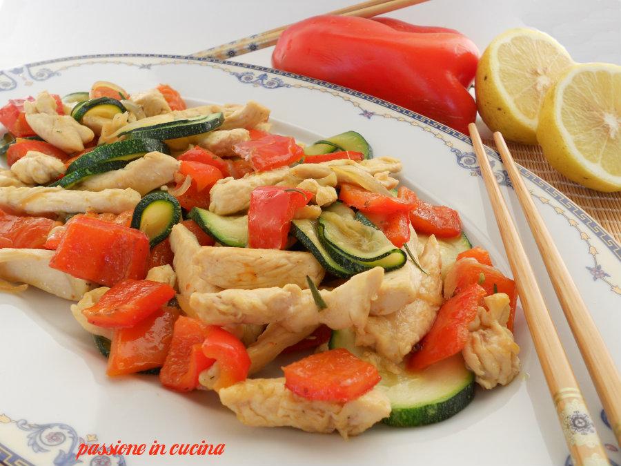 pollo in agrodolce con peperoni e zucchine blog.giallozafferano.it/cuinalory