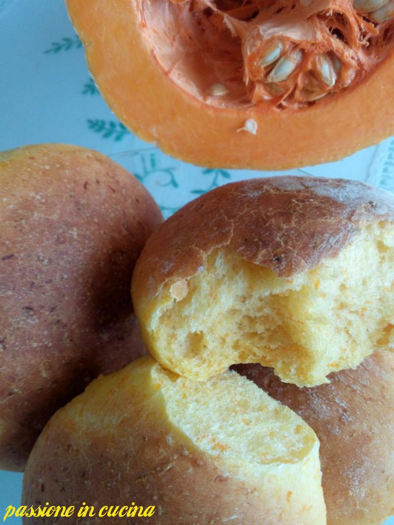 panini alla zucca- ricette con la zucca-ricette lievitati-ricetta pane alla zucca