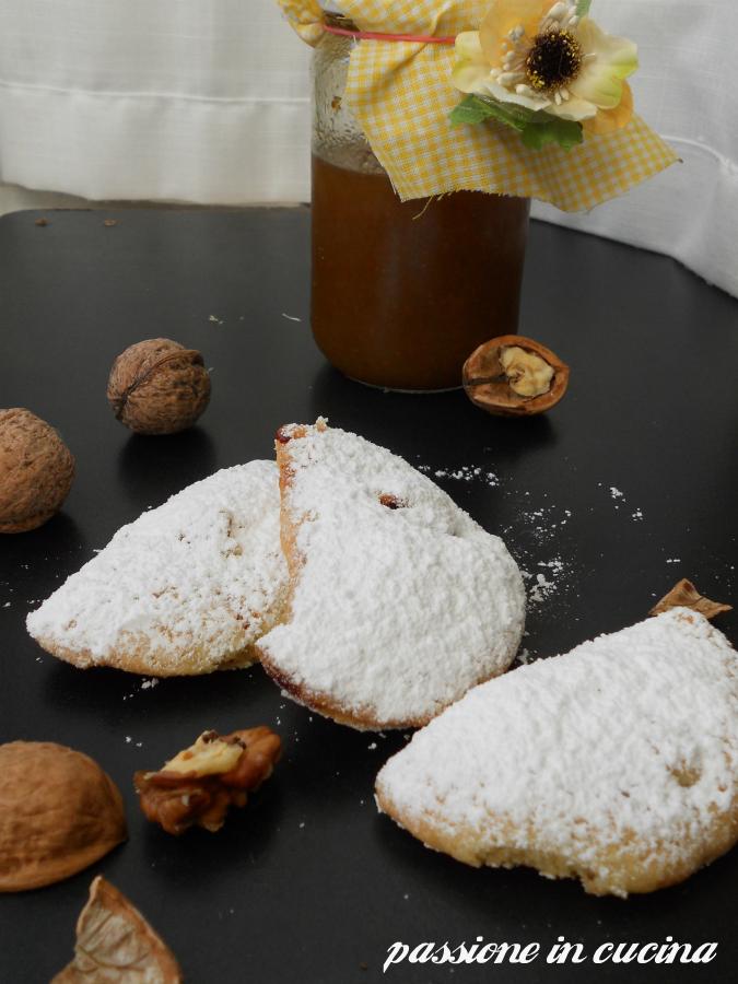 panzerotti dolci con marmellata di fichi e noci, ricette biscotti ripieni, biscotti con marmellata di fichi