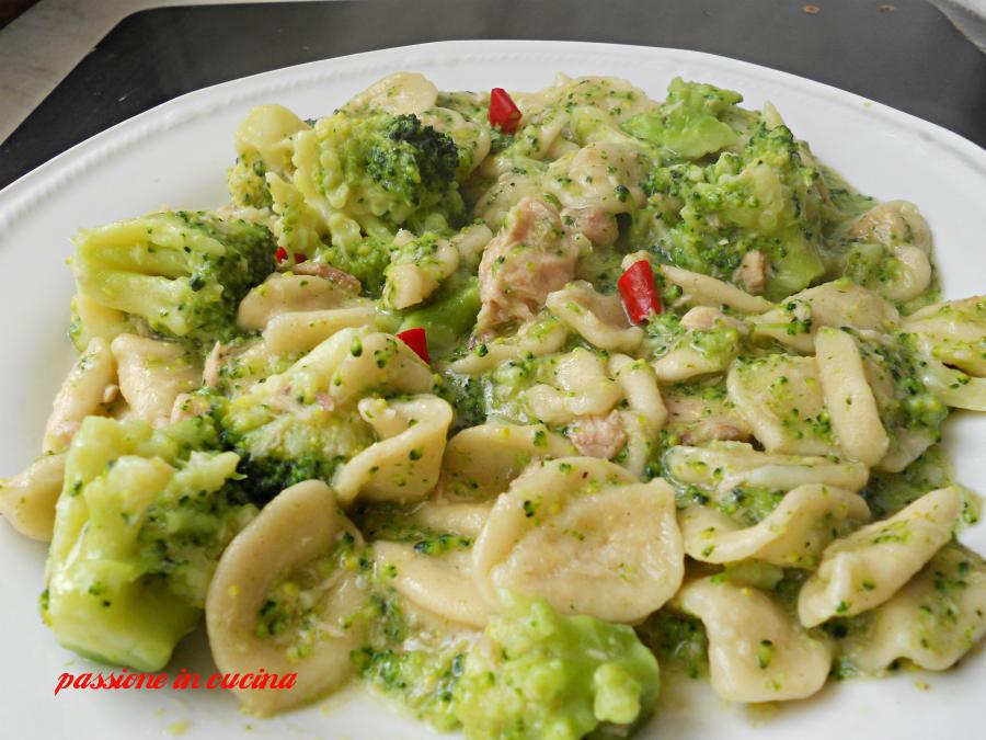 orecchiette con i broccoli e tonno, ricette con i broccoli, ricette primi piatti, ricette con il tonno