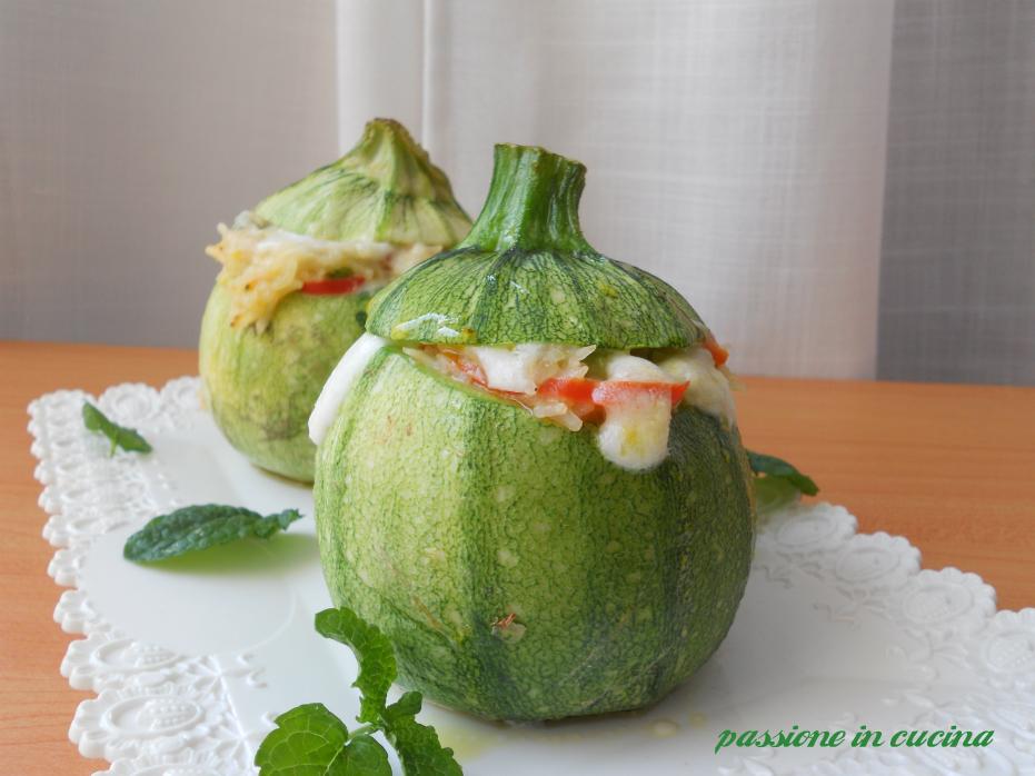 zucchine tonde ripiene, ricetta zucchine ripiene, riso alle verdure, zucchine ripiene di mozzarella
