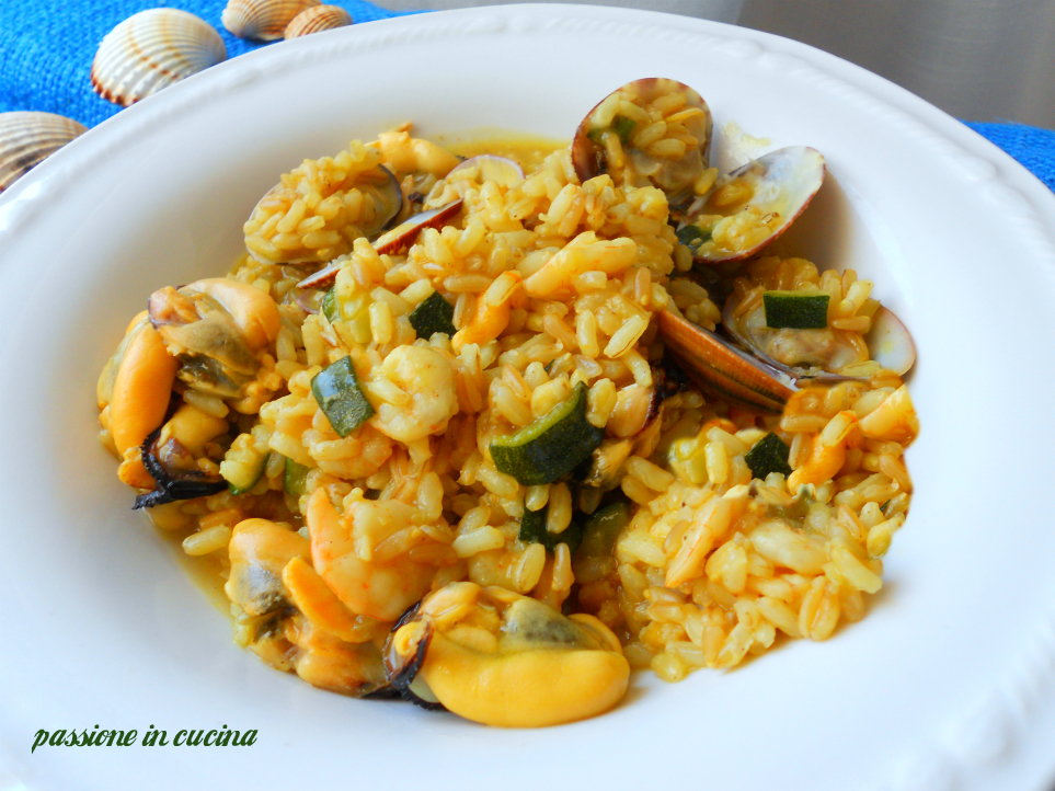 risotto con zucchine, frutti di mare e curcuma, ricette con le zucchine, ricette di mare, risotto ai frutti di mare, risotto con le zucchine, ricette con la curcuma, come utilizzare la curcuma?