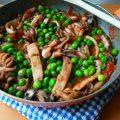 seppie con piselli, seppie con i piselli, ricetta secondi piatti, ricette di mare, ricette a base di pesce