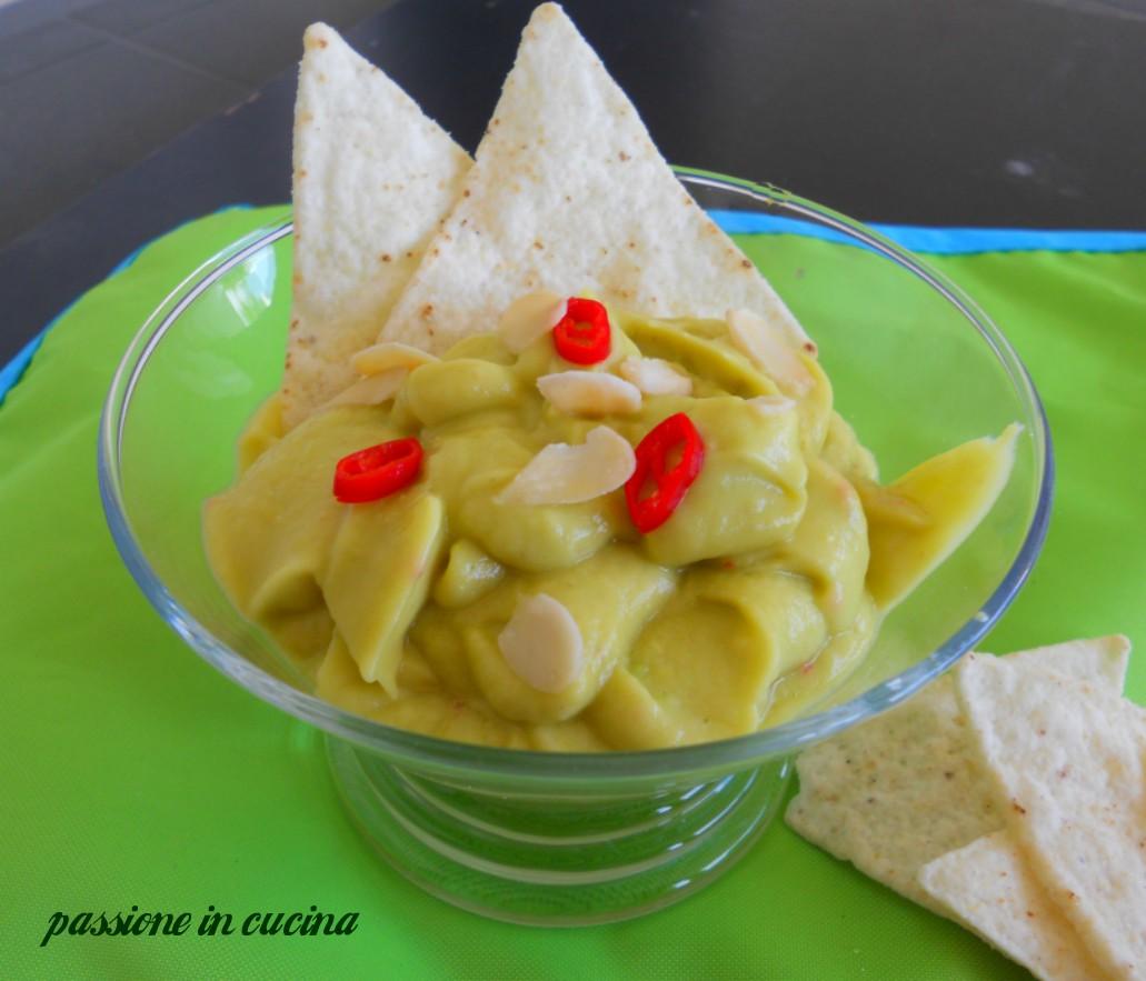 guacamole, ricetta salsa messicana a base di avocado, guacamole senza cipolla, guacamole senza scalogno, ricette con l'avocado, antipasti, finger food