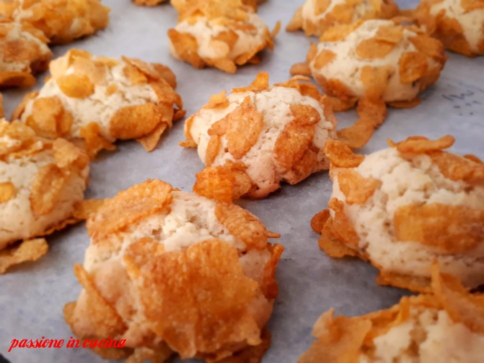 rose del deserto, biscotti con corn flakes, come utilizzare i corn flakes, biscotti con gocce di cioccolato