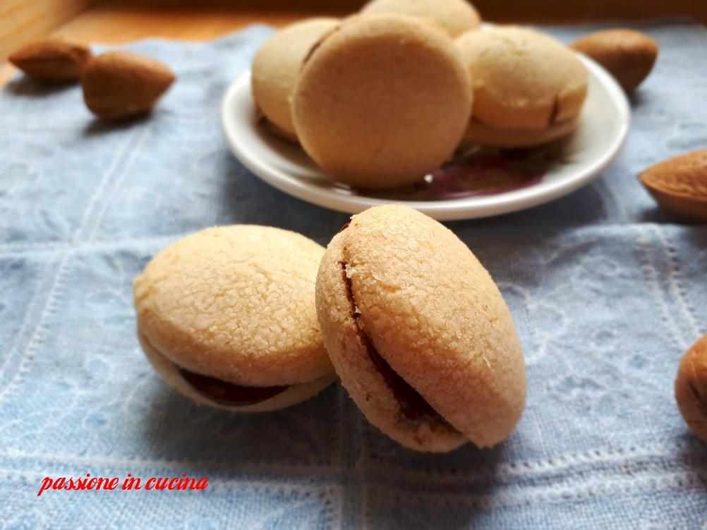 baci di dama, biscotti alle mandorle, biscotti con farina di mandorle, biscotti da te, biscotti