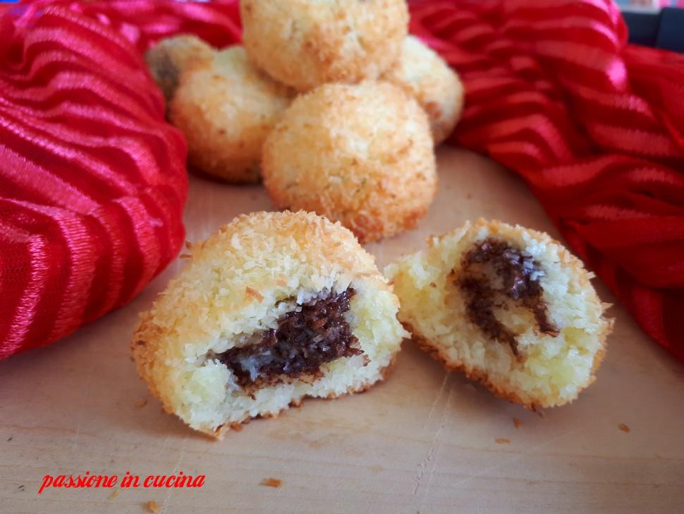 biscotti al cocco, dolcetti al cocco, ricette senza glutine, biscotti al cocco ripieni di nutella