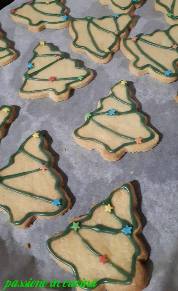 biscotti natalizi, biscotti con glassa all'acqua, come glassare i biscotti, biscotti di natale, biscotti per natale, frolla all'olio