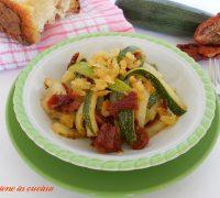zucchine con pomodori secchi-ricetta contorni passioneincucina.giallozafferano.it