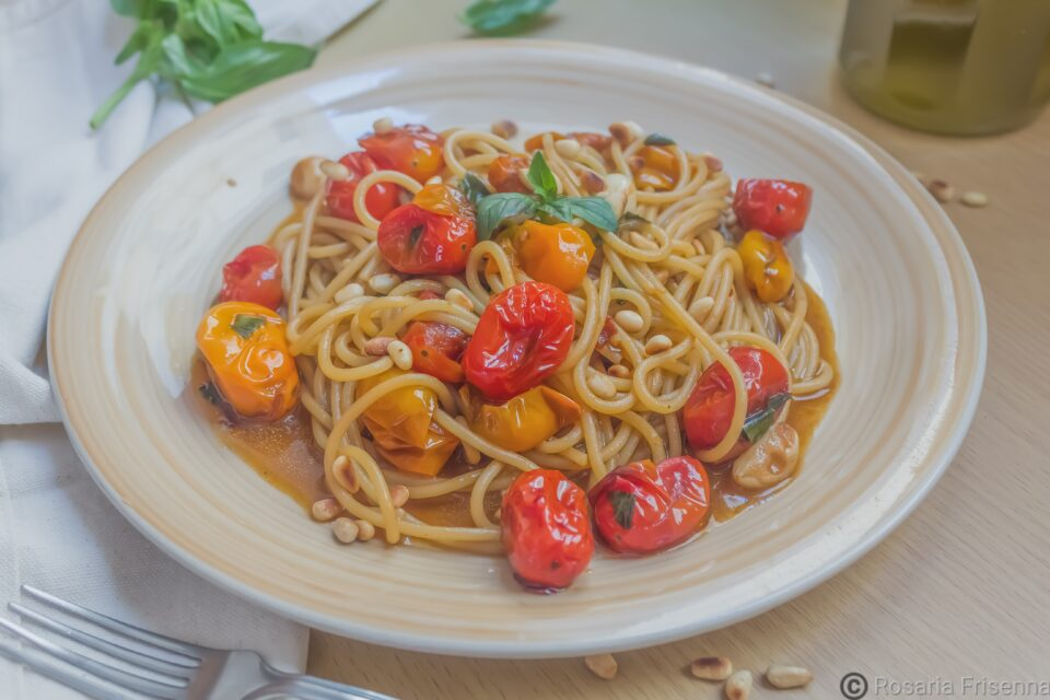 "Alt=""spaghetti due pomodori arrosto"""