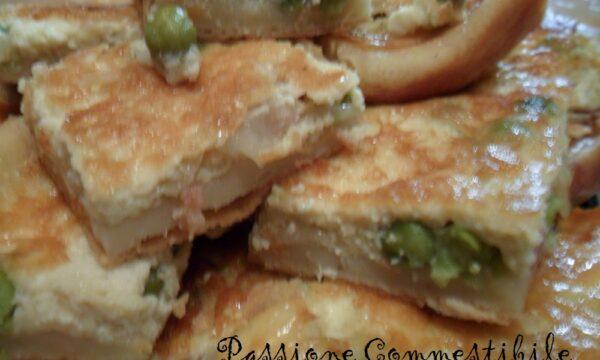 Torta salata di patate con piselli e cipolla (pasta di patate)