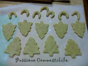 biscotti di frolla alle mandorle e noci sagomati