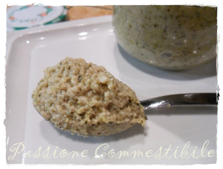 cucchiaino di pesto ai broccoli e noci1
