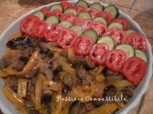 Strato di zucchine e pomodori
