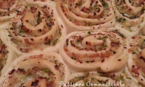 Torta di rose salata alle zucchine