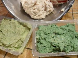 impasto colorato diviso per colore prima del riposo in frigo
