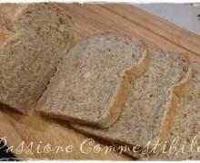 Pane integrale alle mandorle