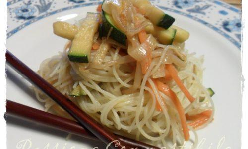 Noodles di riso saltati alle verdure
