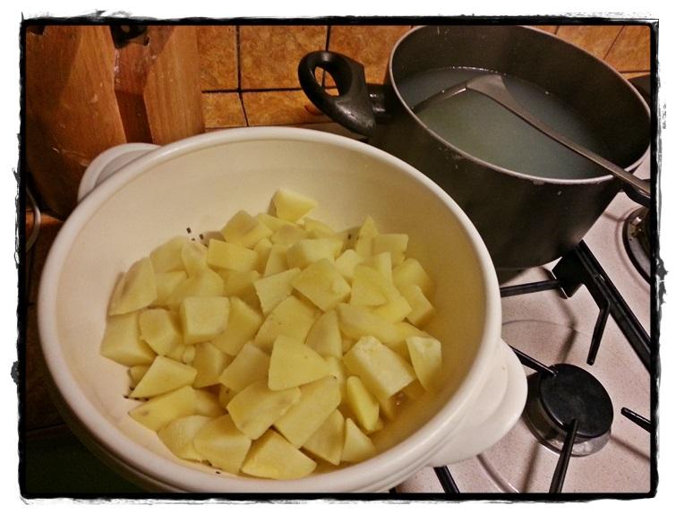 bollire per 3 minuti le patate e scolarle