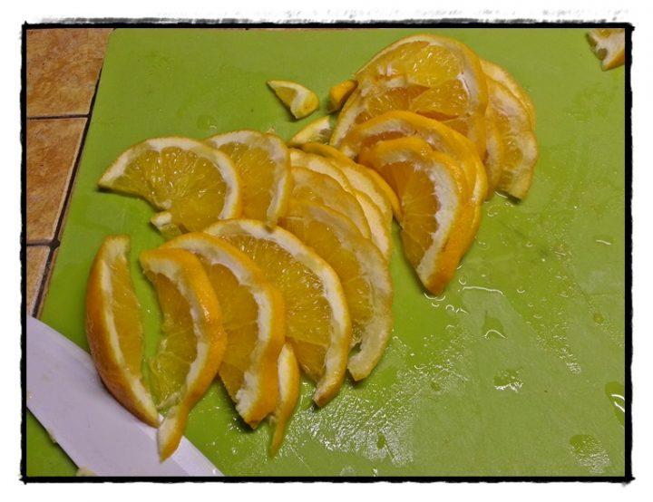 tagliare-gli-aranci-a-fettine-di-mezzo-cm1