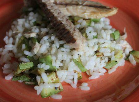Insalata di riso con zucchine e sgombro
