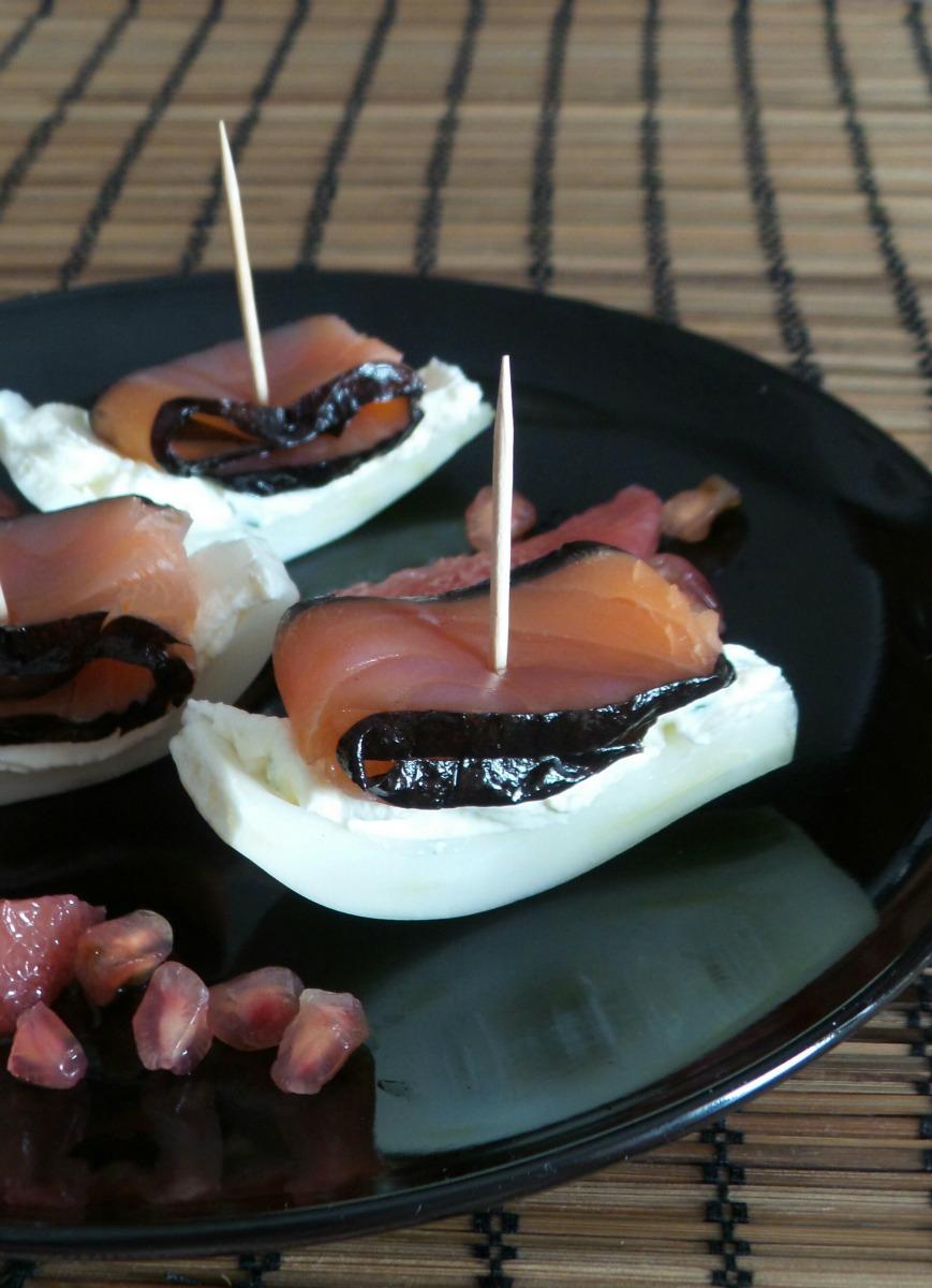 Barchette di finocchio e salmone affumicato con alga nori