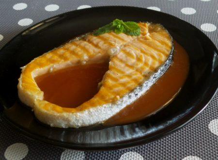 Salmone alla piastra con salsa all'anguria