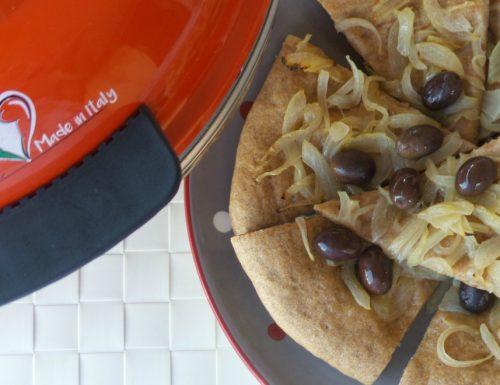 Focaccia integrale con cipolle e olive taggiasche