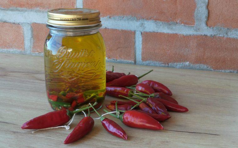 Come preparare l'olio al peperoncino piccante