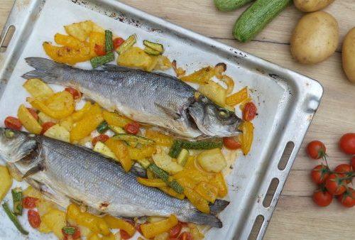 Branzino al forno con verdure miste