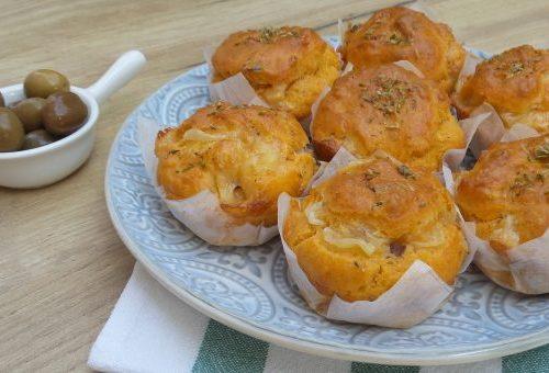 Muffin al pomodoro con scamorza e olive