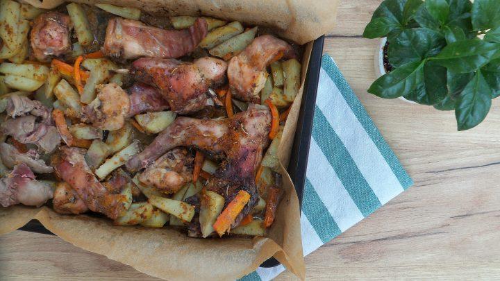 Coniglio al forno con patate e carote