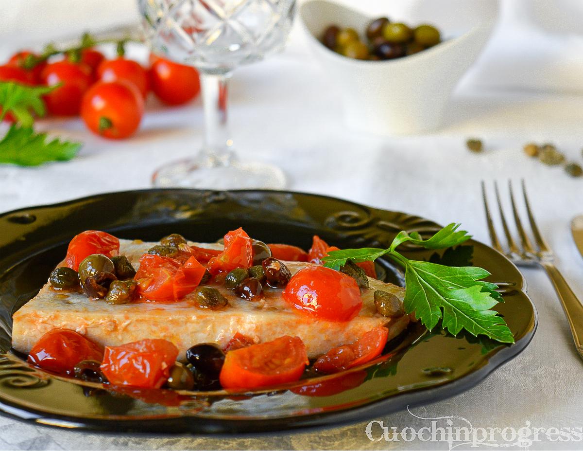 pesce spada capperi olive e pomodorini
