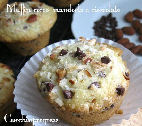 Muffin cocco, mandorle e gocce di cioccolato