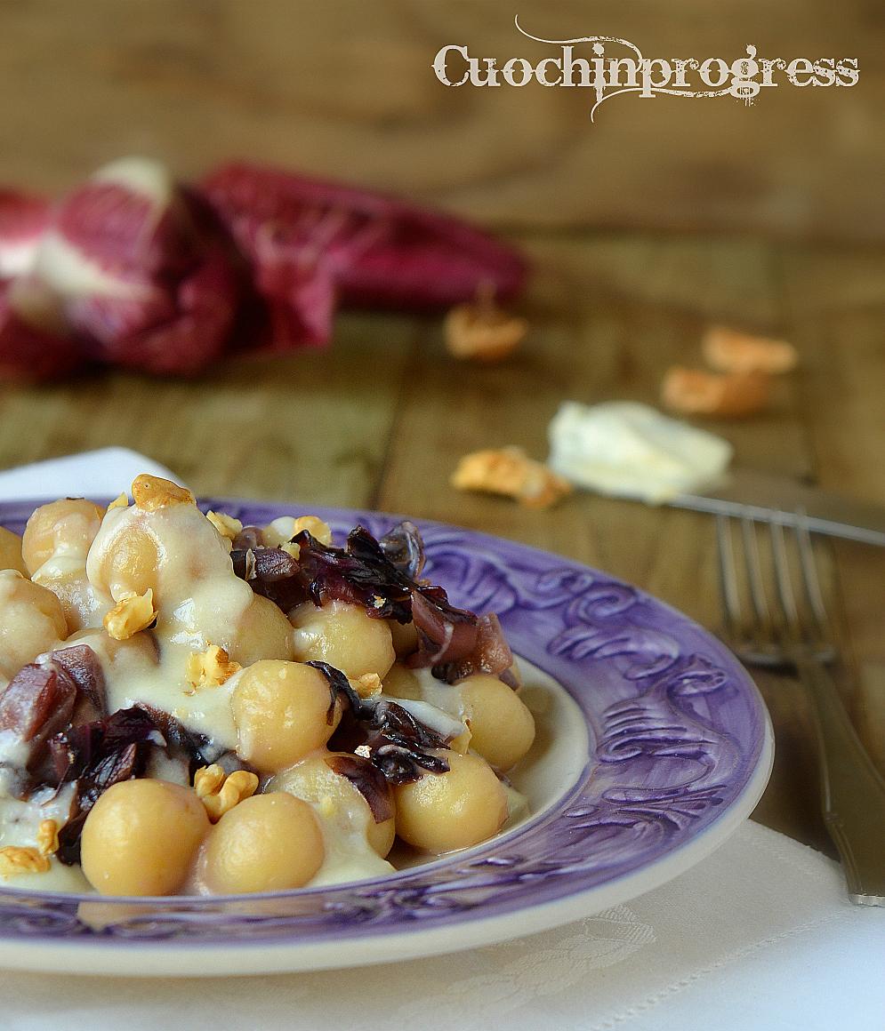 Chicche di patate con radicchio, gorgonzola e noci