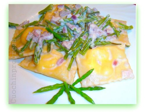 Ravioli ai formaggi con asparagi selvatici